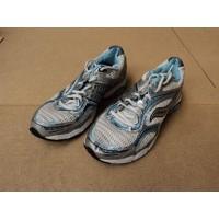 Pro Grid Shoe Running, Cross Training Triumph 6 Female Adult 8 Striped 10028-1