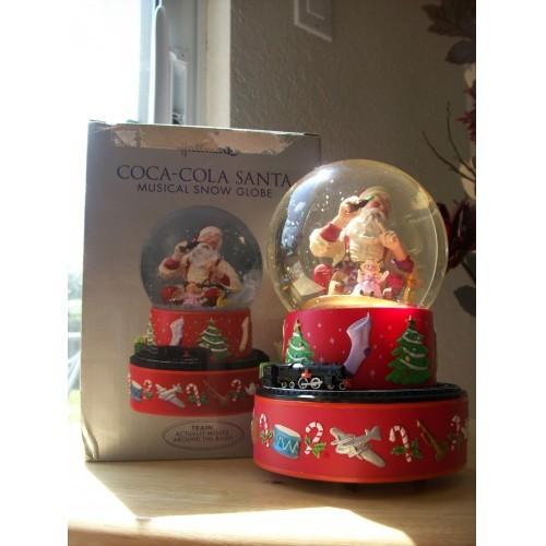 2001 Hallmark Coca Cola Musical Santa Musical Snow Globe