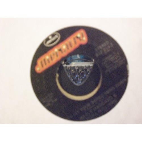 45 RPM: #4987.. MERLE HAGGARD  & LEONA WILLIAMS -  WE'RE STRANGERS AGAIN  & SALL