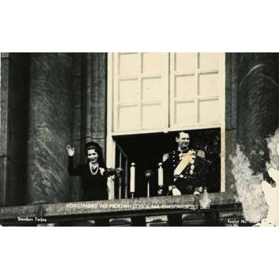 DENMARK - king & queen on balcony