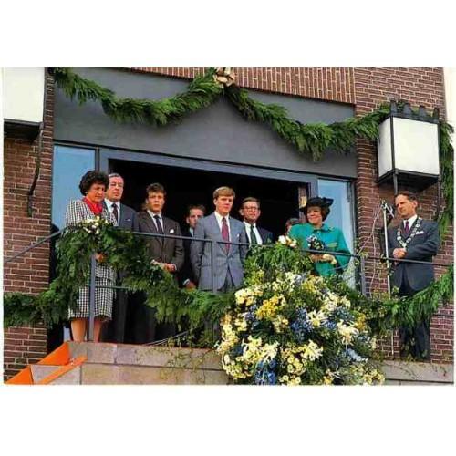 NETHERLANDS - Royal Family ~balcony scene~