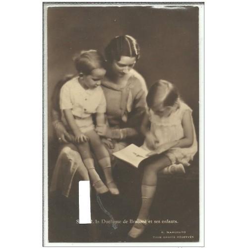 SWEDEN/BELGIUM - QUEEN ASTRID ~with 2 children - reading~