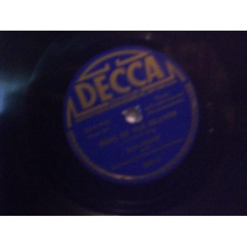 78 RPM: #3496 BING CROSBY - SONG OF THE ISLANDS & ALOHA OE / VG / DECCA 880