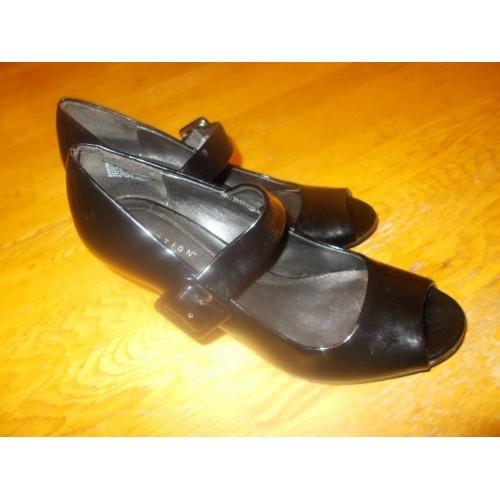 Kenneth Cole shiny black open toe heels Size 8.5M