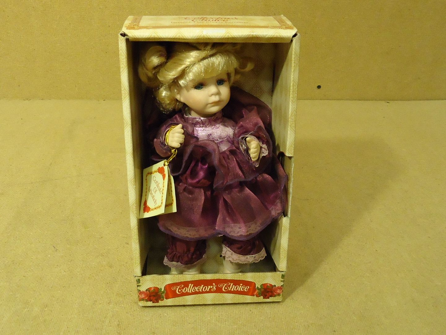 dh2498 111712-382b Collector's Choice Musical Doll 10in H x 5in W x 4in D 937313-MMV Porcelain