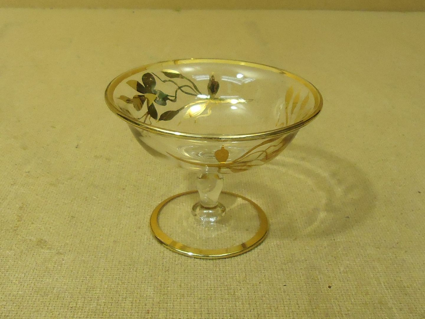 lm7410 111712-214n Designer Bowl with Gold Trim 5in Diameter x 3 3/4in H Clears/Golds Floral Glass