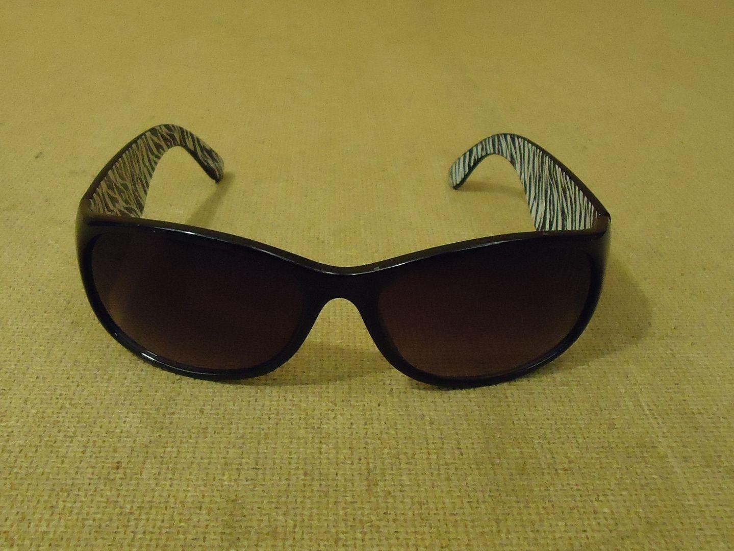 lm7410 112612-262n Designer Sunglasses Rectangular Female Adult Blacks Animal Print