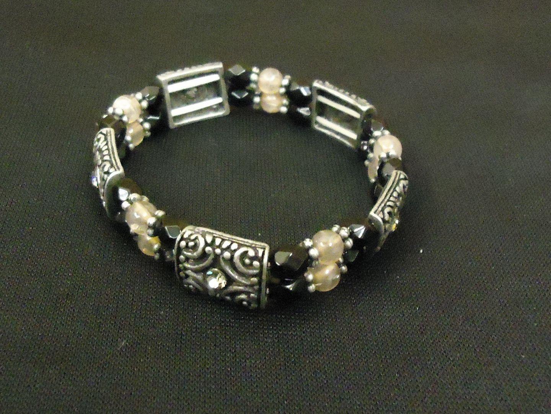 lm7410 112712-566n Designer Fashion Bracelet Chain/Link Metal Female Adult Black/Silver/White