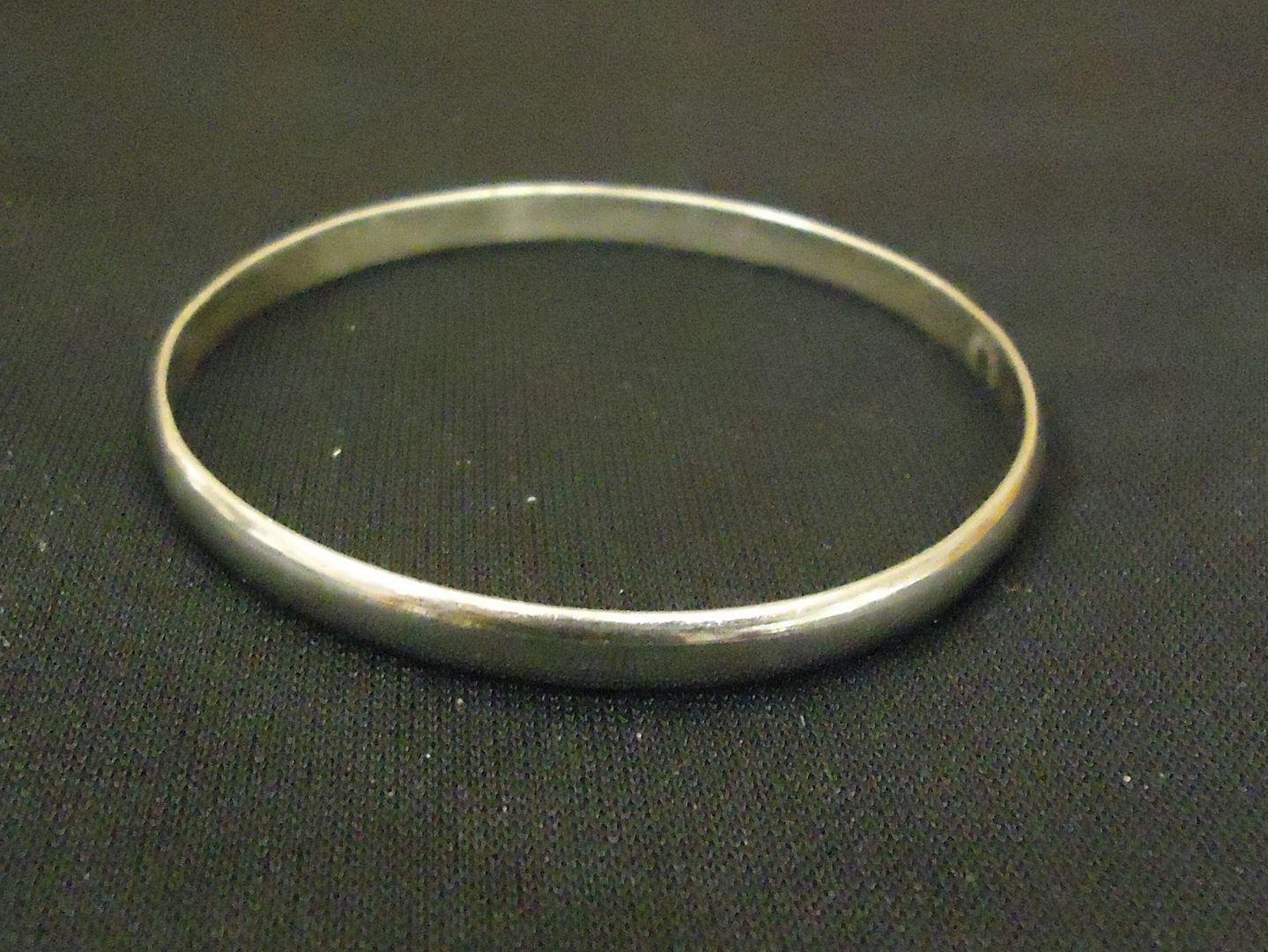 lm7410 112712-578n Designer Fashion Bracelet 2 1/2in Diameter Bangle Metal Female Adult Silvers