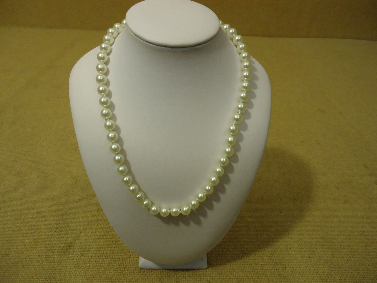 lm7410 120212-684n Designer Fashion Necklace 16in L Beaded/Strand Pearl Faux Female Adult Whites