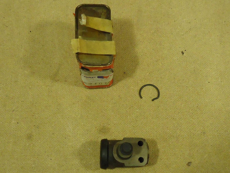 mm1766 100312-566d-CV Peugeot 404 Brake Cylinder Genuine OEM 4401.15 Vintage Metal