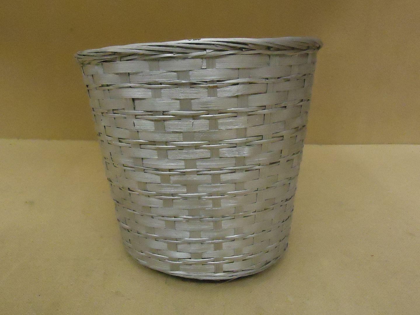 kk9779 010713-118b Handcrafted Basket 12in Diameter x 11in H Silver Wicker