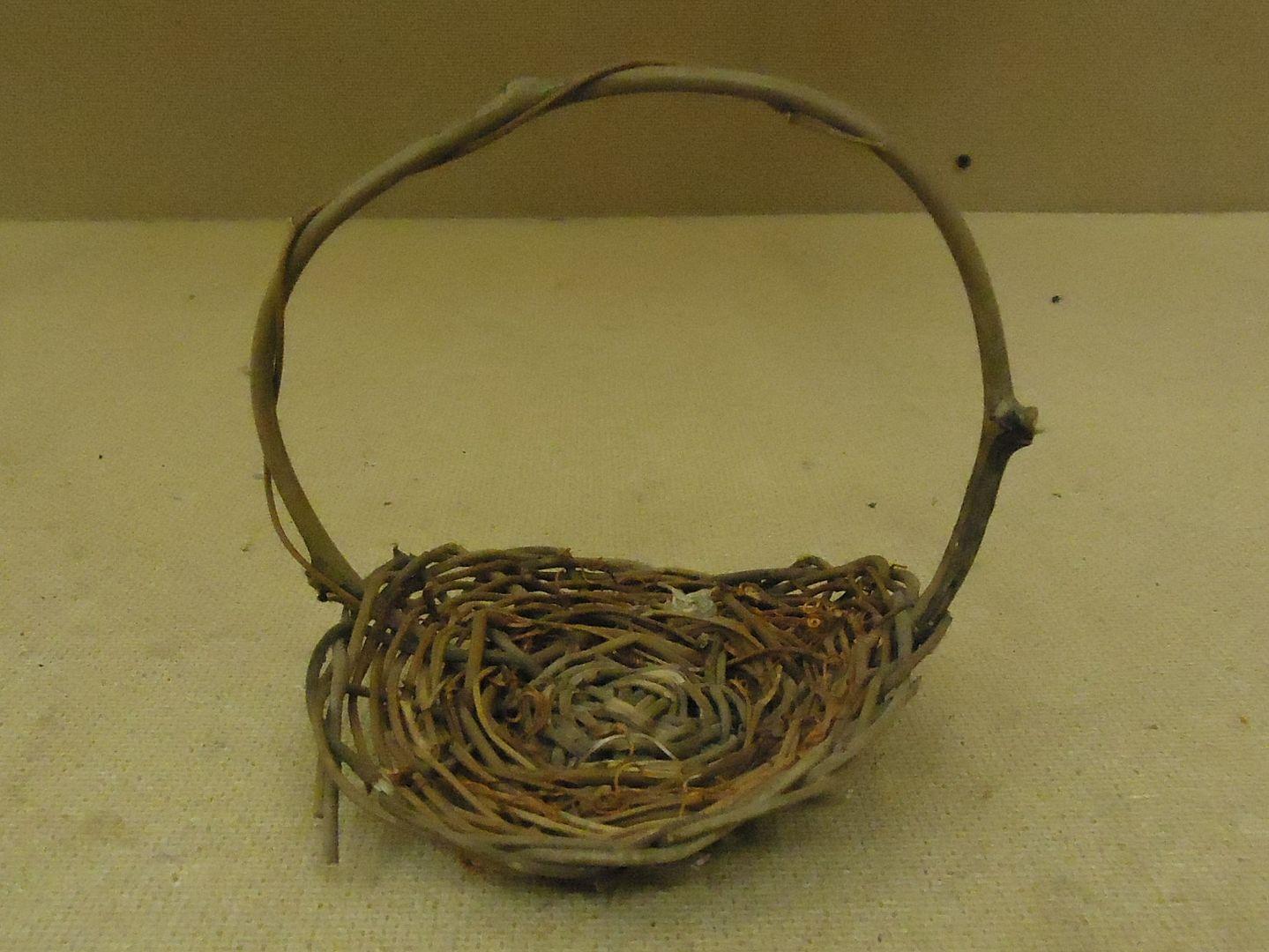 kk9779 010713-902a Handcrafted Mini Basket 6in H x 5in Diameter Woodtone Twig Wicker