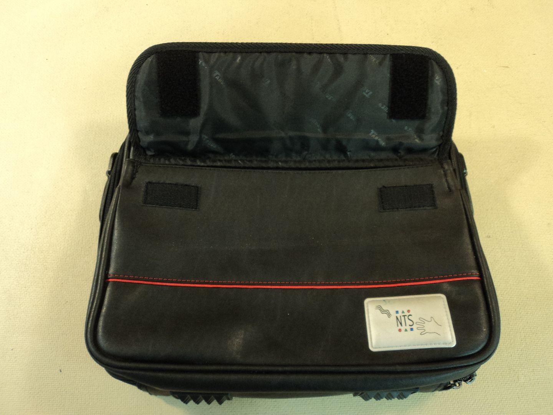 120714-416t Targus 13 Inch Laptop Bag Padded 3224ONT3 photo DSC08172_1.jpg