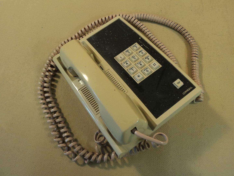 122714-744c Comdial Corded Office Phone 907A photo DSC09238.jpg