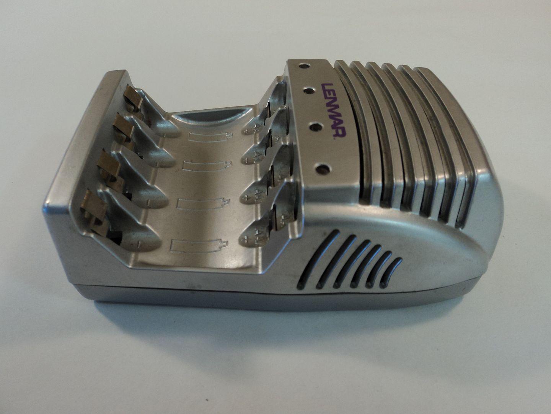 122714-830c Lenmar Charger For AA AAA NiMH Batteries MSCAA photo DSC09590.jpg
